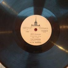 Пластинки в количестве 10 ед. в двух альбомах с профилем Сталина объявление продам