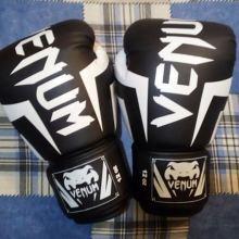 Боксёрские перчатки(Venum) объявление продам