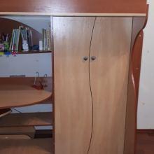 Детская кровать-чердак с совмещенным столом и шкафом объявление продам